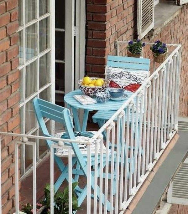 Маленький балкон з затишним куточком