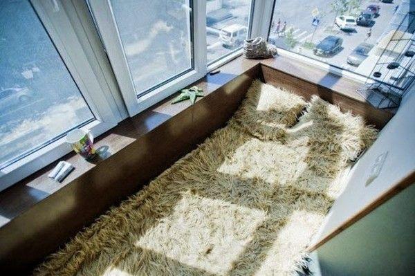 Балкон з ліжком фото