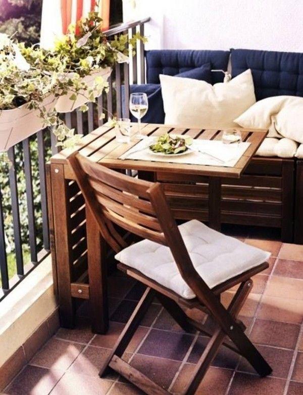Складаний столик на балконі фото