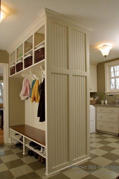 Шафи мають ажурні дверцята, карбовані світильники килим і подушки перетворюють звичайний інтерєр в казковий