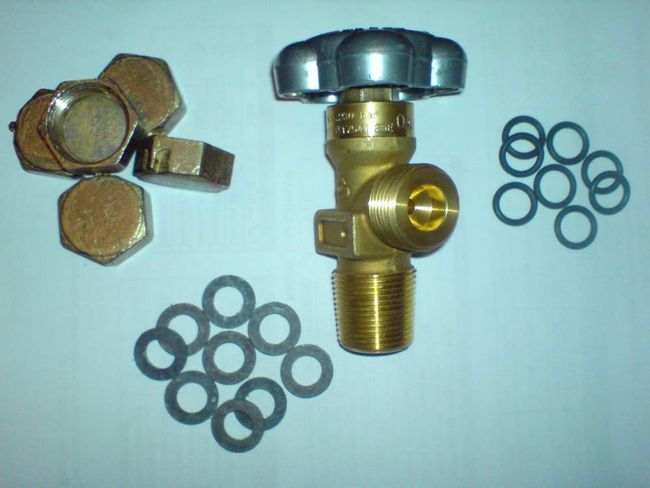 Вентиль кисневий та прокладки використовується для установки.