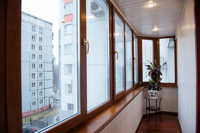 Фото - Чим обробити балкон зсередини, щоб отримати теплу обстановку?