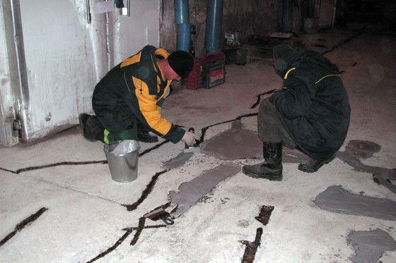 Чим закрити тріщини в бетоні