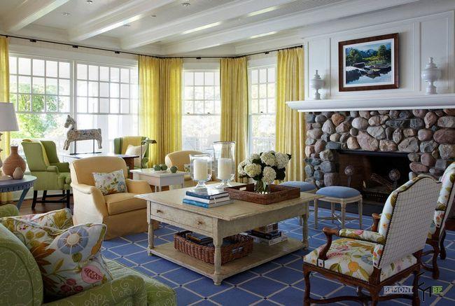 Жовті штори у вітальні