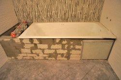 Екран під ванну з цегли