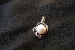 Кулон-підвіска з перлами