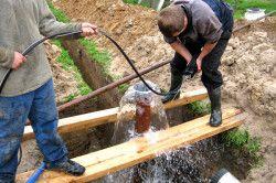 Висота стовпа води і дебет свердловини залежить від якості водоносного шару.