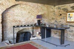 Перший спосіб прикрасити стіну - це реставрувати вже наявний на ній цегла.