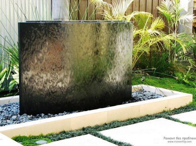 Авангардний тип фонтану з ефектом завислого потоку води