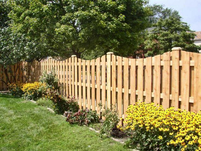 Фото - Декоративний парканчик для заміського будинку