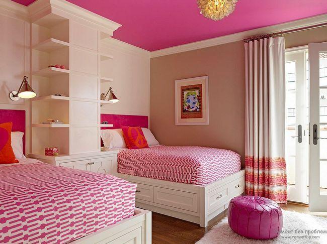 Поєднання яскравого розовго кольору з білим в інтерєрі дитячої спальні