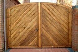 Фото - Дерев'яні ворота своїми руками: варіанти і методи побудови