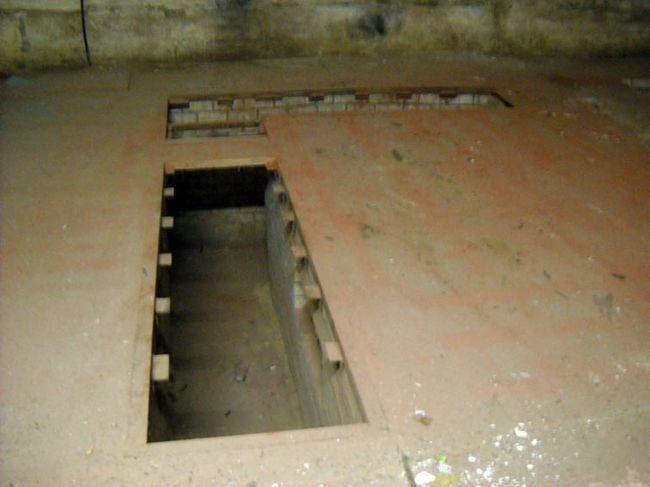 Фото - Дерев'яна підлога і оглядова яма