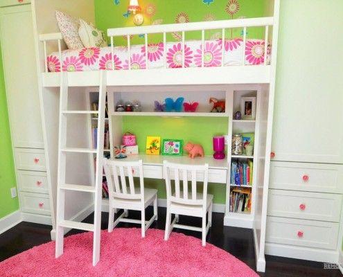 Рожевий килимок в дитячій кімнаті