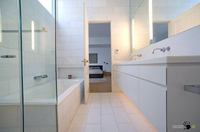 Контрастні поєднання в обробці ванної