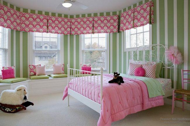 Панорамне вікно в спальні