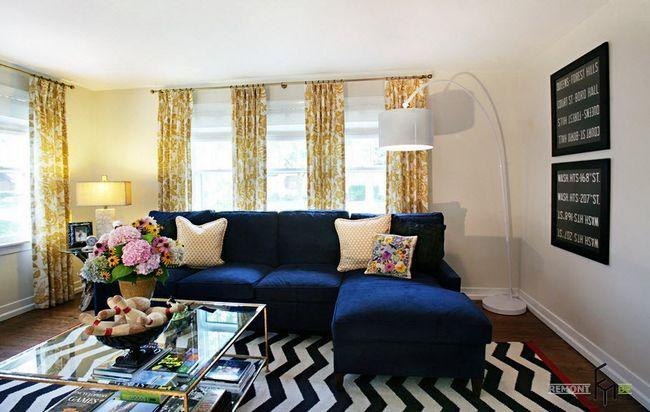 Жовті штори і синій диван