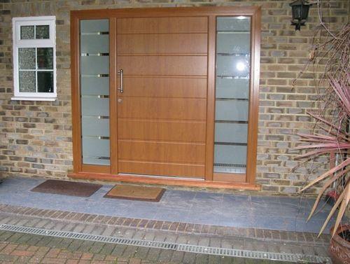 Вхідні двері зі склом