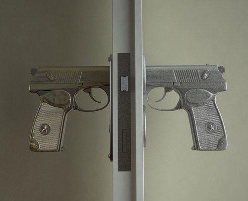Дверна ручка-пістолет