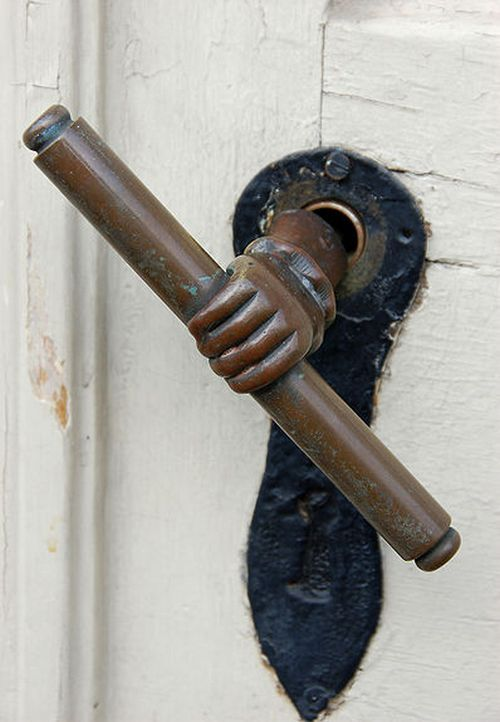 Оригінальні дверні ручки для вхідних дверей