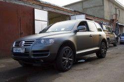 Автомобіль сірого кольору