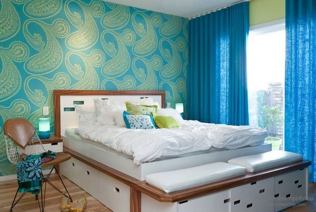 Бамбукові шпалери в інтерєрі спальні