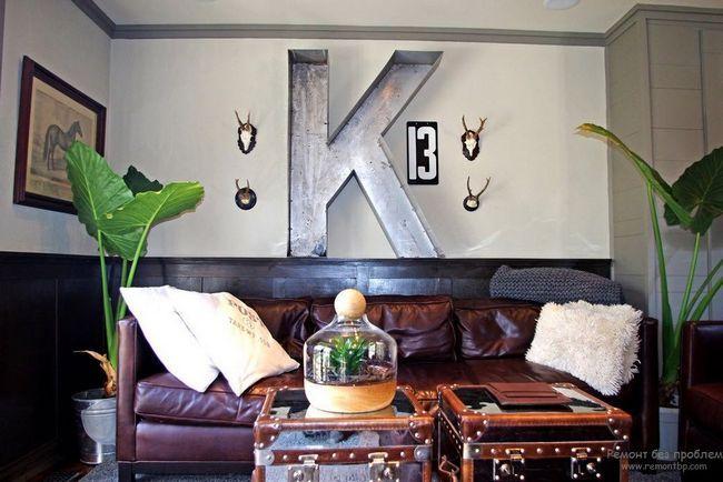 Букви на стіні фото