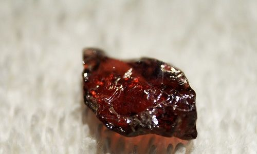 Фото - Гранат - це дорогоцінний, напівдорогоцінного або камінь?