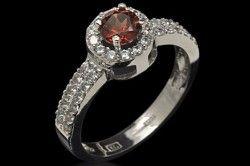 Срібний перстень з гранатом
