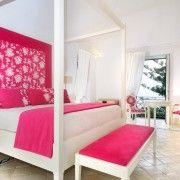 Яскраво-рожевий колір використаний в якості акценту інтерєру
