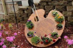Декоративна підставка під садові приналежності