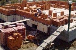 з чого побудувати будинок дешевше
