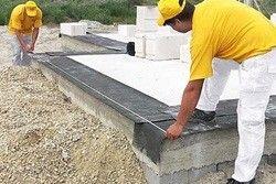 з чого дешевше побудувати будинок з бруса або пінобетону