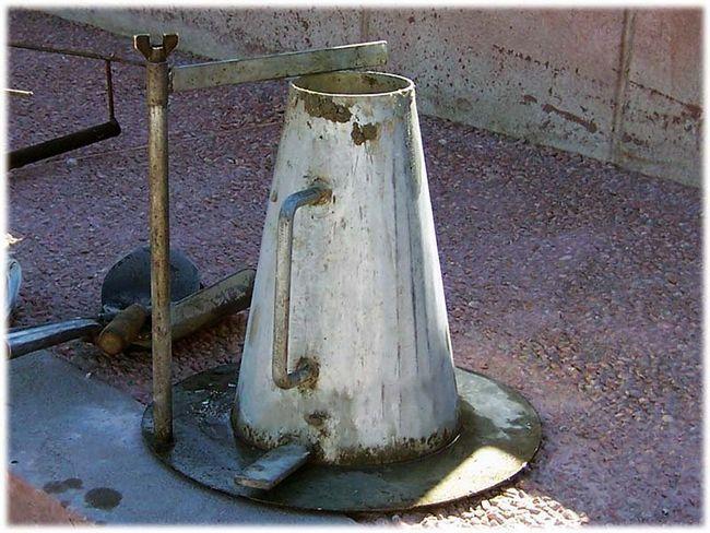 Фото - Вимірювання усадки конуса бетону
