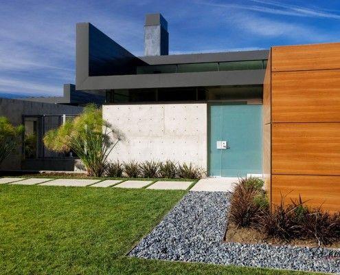 Компактне будівля в мінімалістичному стилі