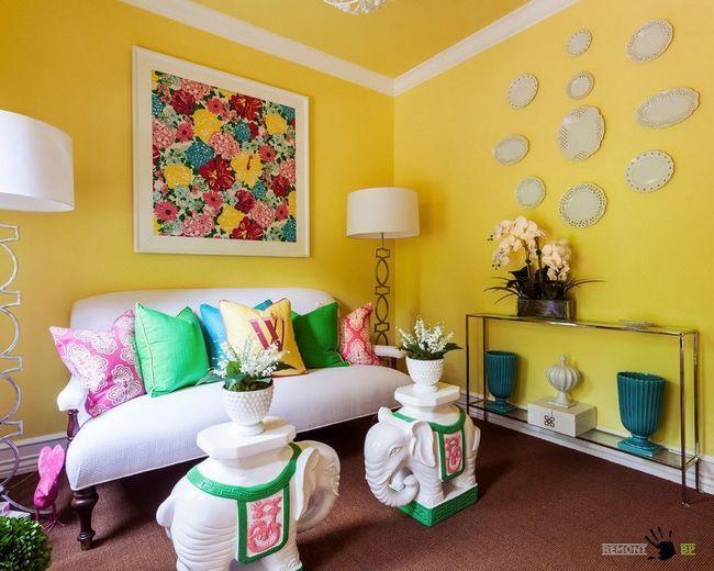 Жовті стіни і стеля