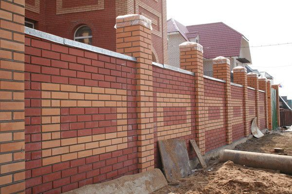 Фото - Етапи будівництва цегельного забору