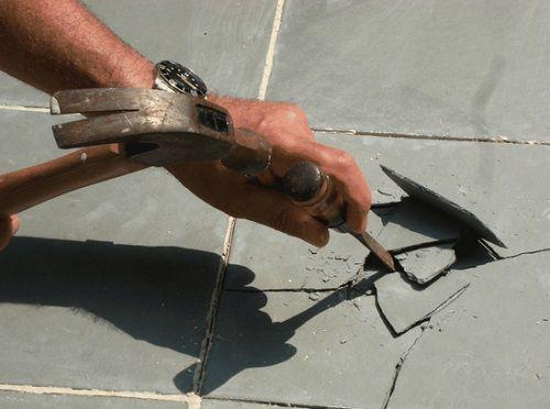 Заміна кахельної плитки на підлозі
