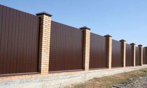 Фото - Як швидко і якісно побудувати паркан з цегляними стовпами?