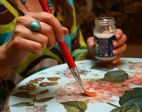 Фото - Як декорувати журнальний стіл своїми руками?