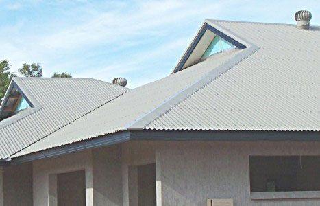 Фото - Як і чим пофарбувати дах з шиферу