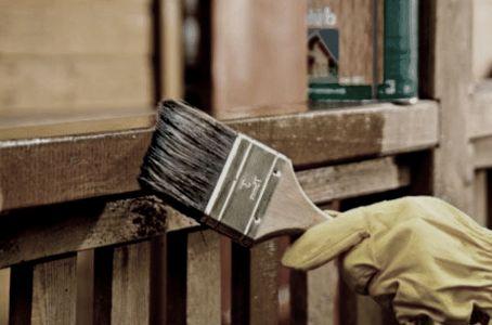 Фото - Як і чим правильно пофарбувати дерев'яний, цегляний, металевий паркан?