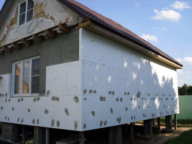 Фото - Як і чим утеплити будинок зовні