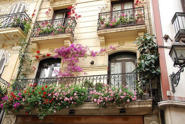 Фото - Як і для чого прикрашати балкон