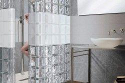 Перегородка з склоблоків у ванній кімнаті