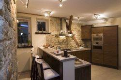 Декоративний камінь в кухні