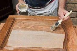 Обробка меблів лаком