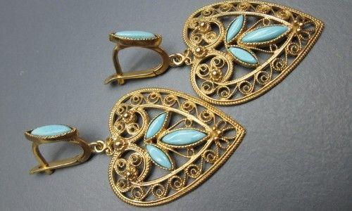 Фото - Як носити сережки з бірюзою із золота