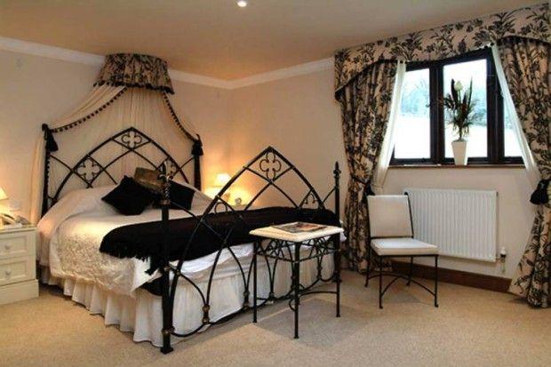 Фото - Як облаштувати спальню в готичному стилі