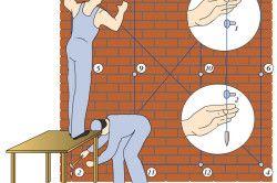 Підготовка до оштукатурення - перевірка вертикальності стіни
